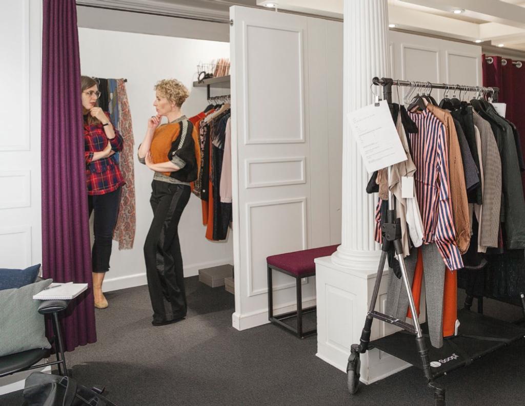 Anne IN redaktør sort til farver tøj modeekspert