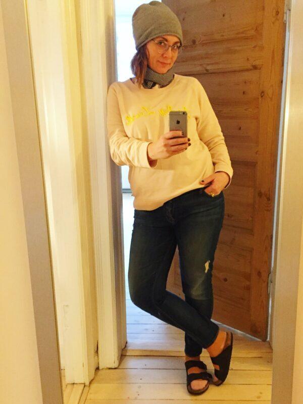 jeans grå hue lysegyl trøje gråt halstørklæde