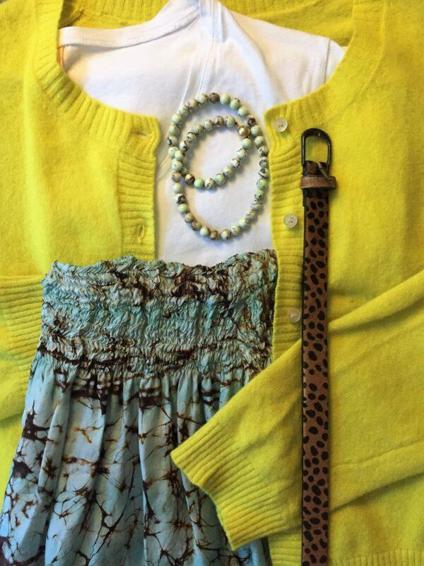 gul cardigan armbånd hvis trøje