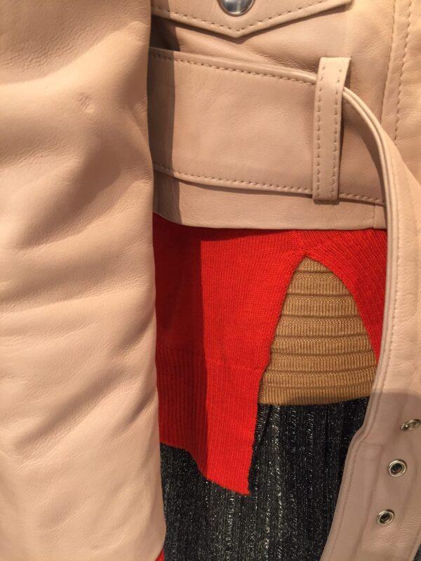 lyserød jakke nederdel brun trøje rød cardigan