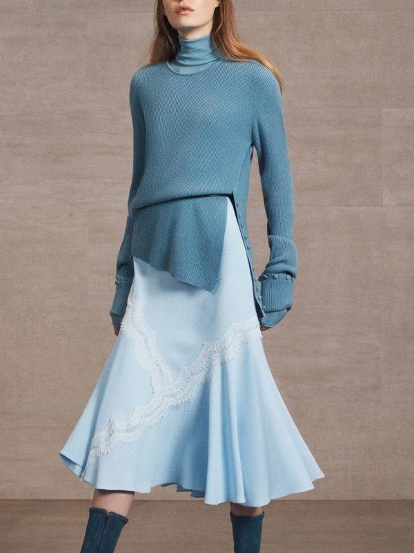 lyseblå kjole blå trøje sko