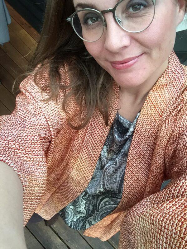 laksefarvet kimono mønster