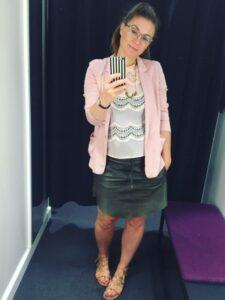 lyserød blazer læder nederdel mønster trøje sandaler