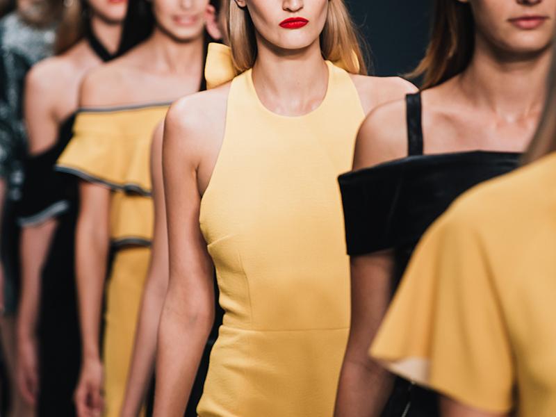 kjole gul sort
